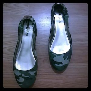 Mossimo Camouflage Ballet Flats